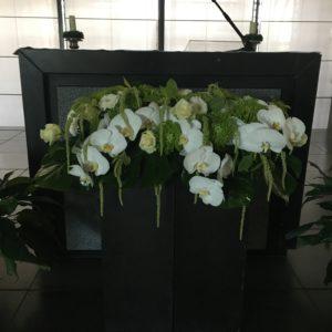 bloemen roels kerkdecoratie